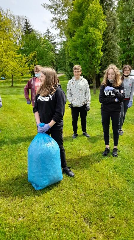 Nasza szkoła dołączyła do akcji ''Czysta Gmina''.