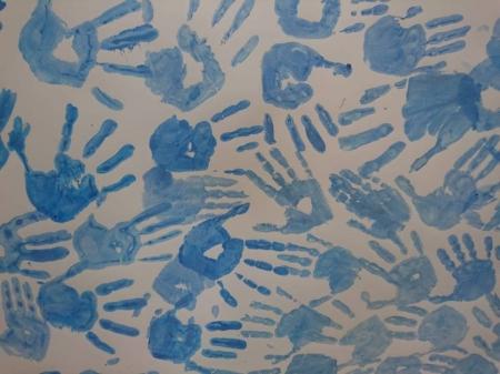 Dzień Świadomości Autyzmu na niebiesko.