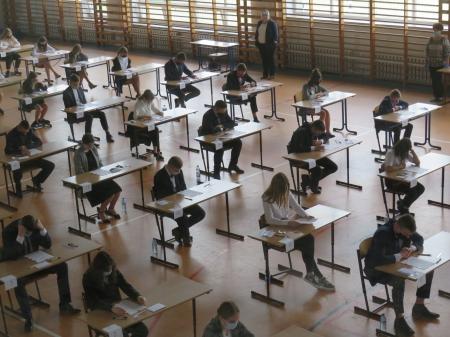 Egzamin ósmoklasisty w koronie...